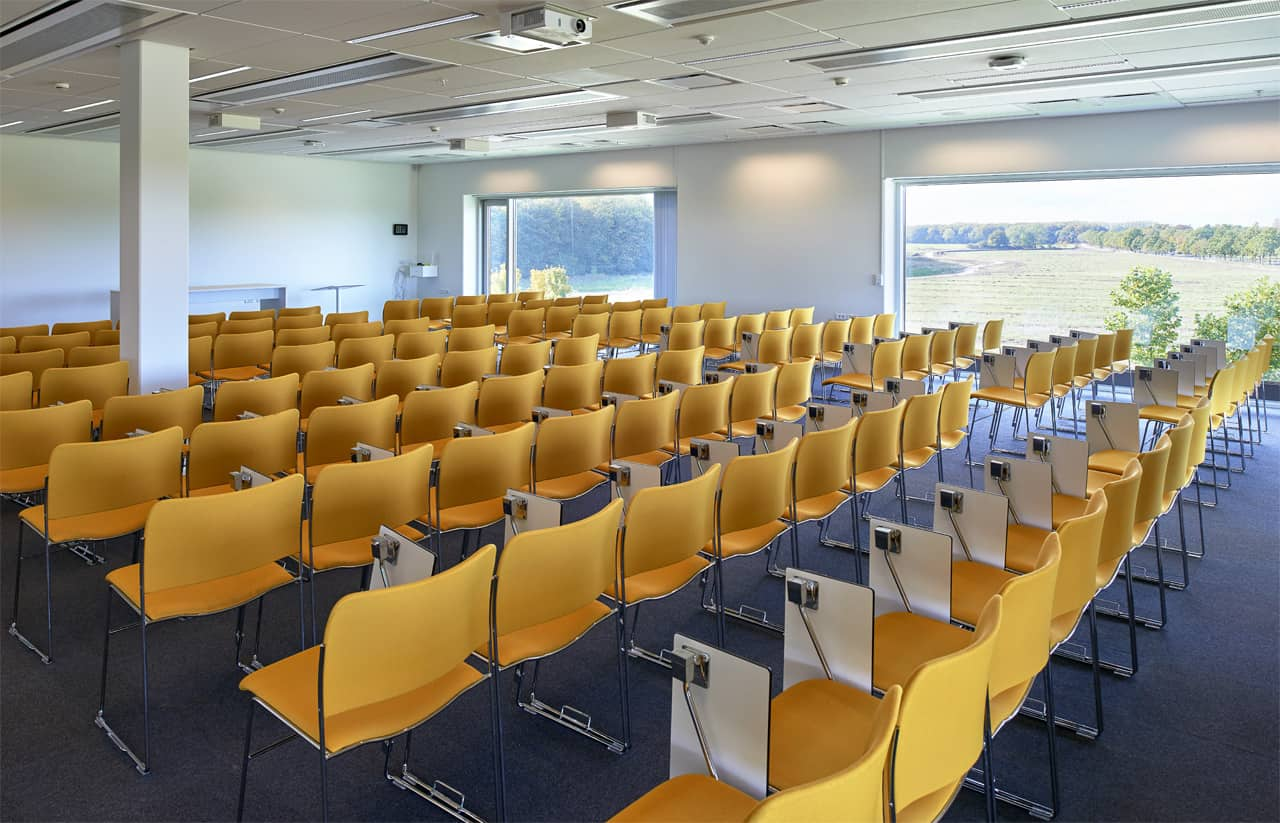 mødelokale odense med gule stole
